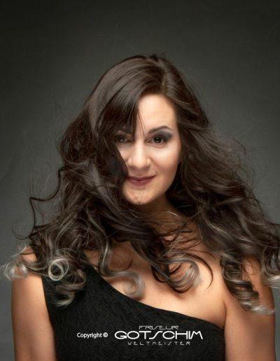 Haarverlängerung mit Silbereffekt